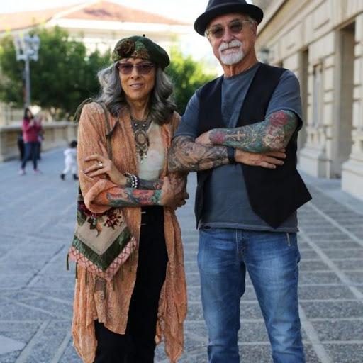 casal idoso tatuado