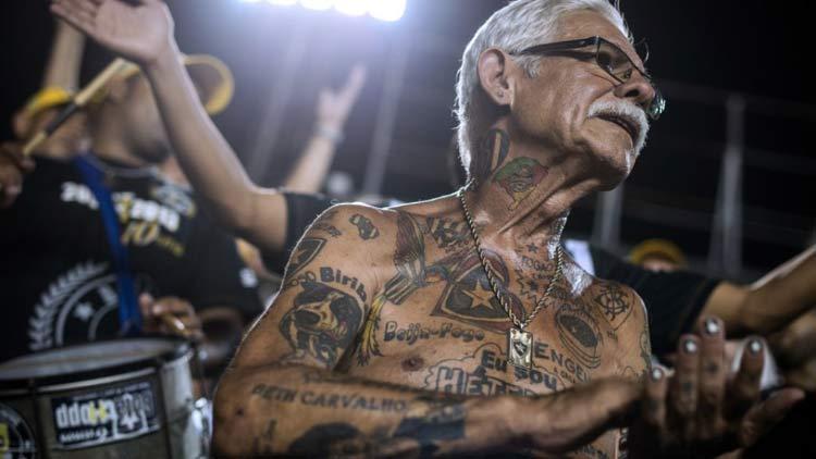 homem idoso tatuagem botafogo
