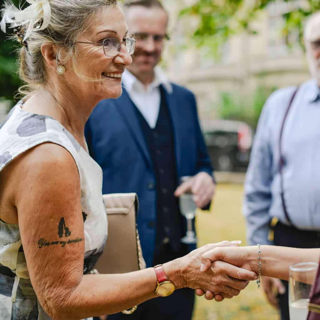 idosa tatuagem no braço