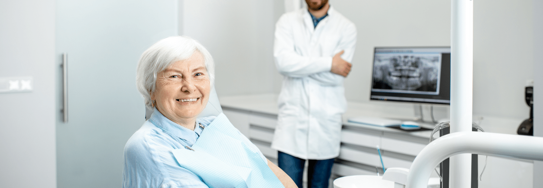 idoso procedimentos estéticos dentais