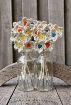 flor de croche em garrafa de vidro