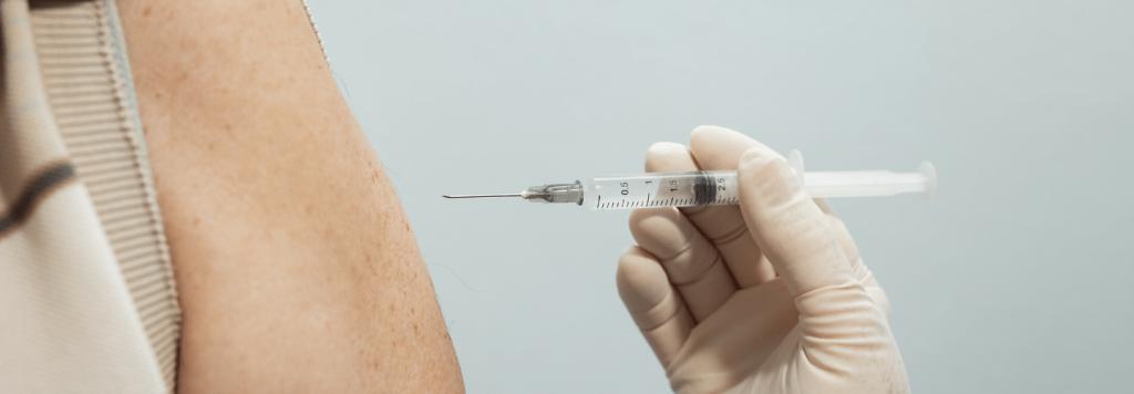 Terceira dose para a Coronavac em idosos: é fake?